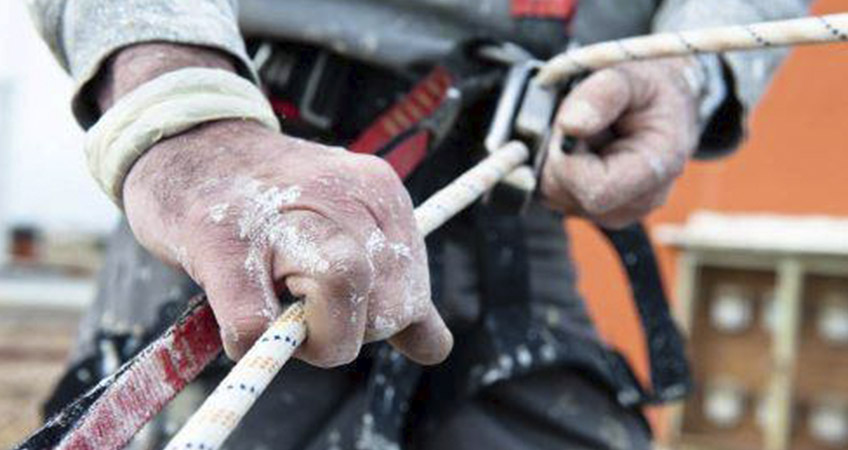 alpinista en cuerda